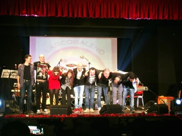 Eight On Stage (1)