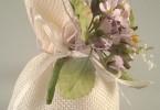 bianco con iuta e forellini viola